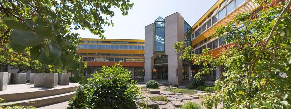 Faculté des lettres et sciences humaines. Espace Louis-Agassiz 1.